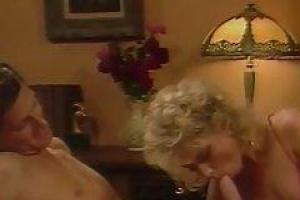 Муж шпарит жену в рот и прочие места